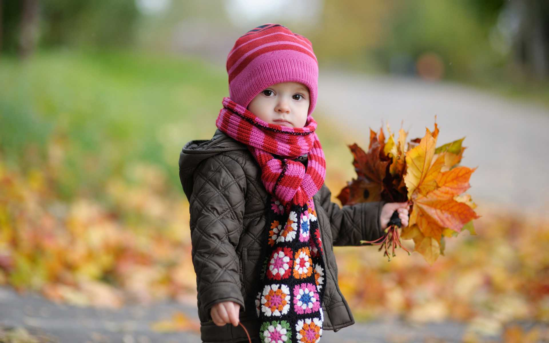 http://www.cepapkindir.com/uploads/posts/2013-01/1357240195_cute_baby_in_autumn-wide1.jpg